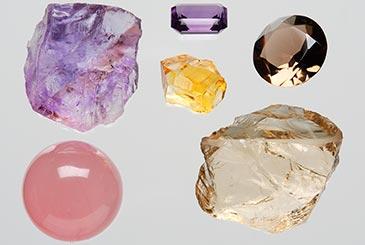 Eri värisiä kvartseja. Kuva: Jari Väätäinen, Geologian tutkimuskeskus, 2002
